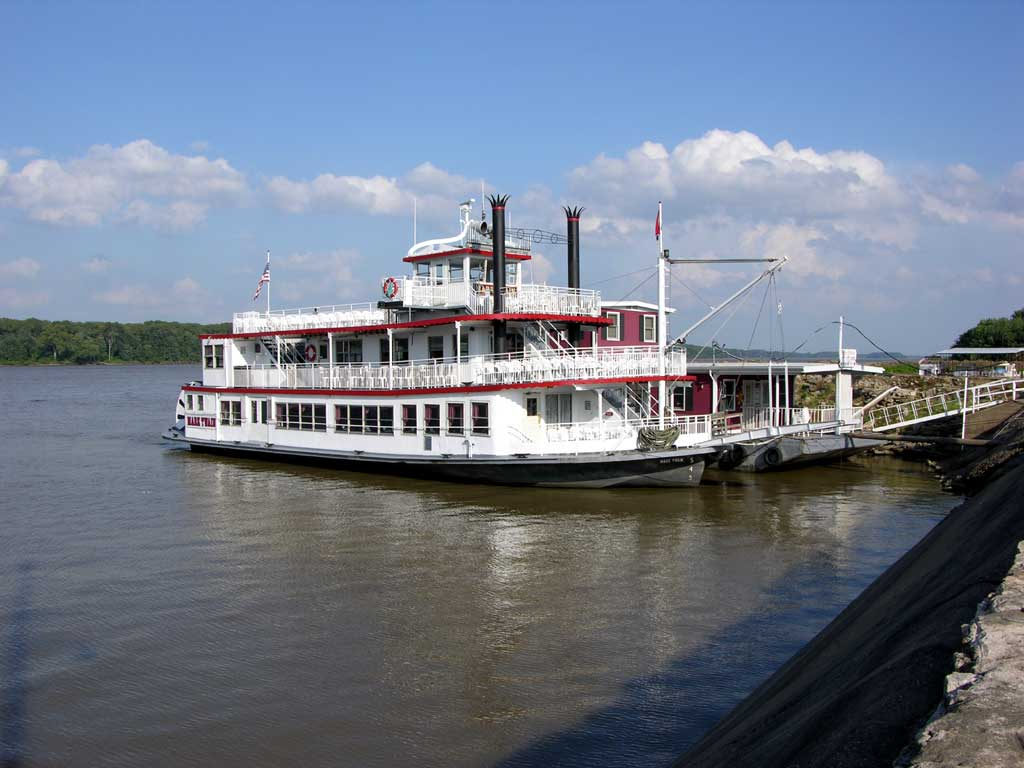 A steamboat in Hannibal, Mo, used for dinner cruises