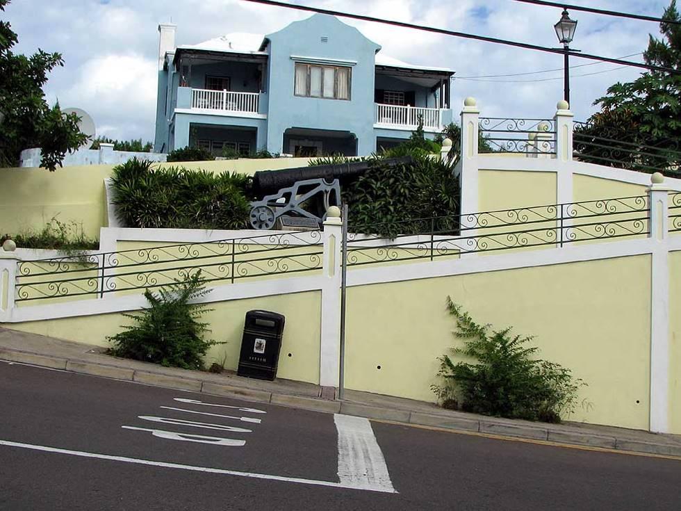 Bermuda Fort Hamilton cannon