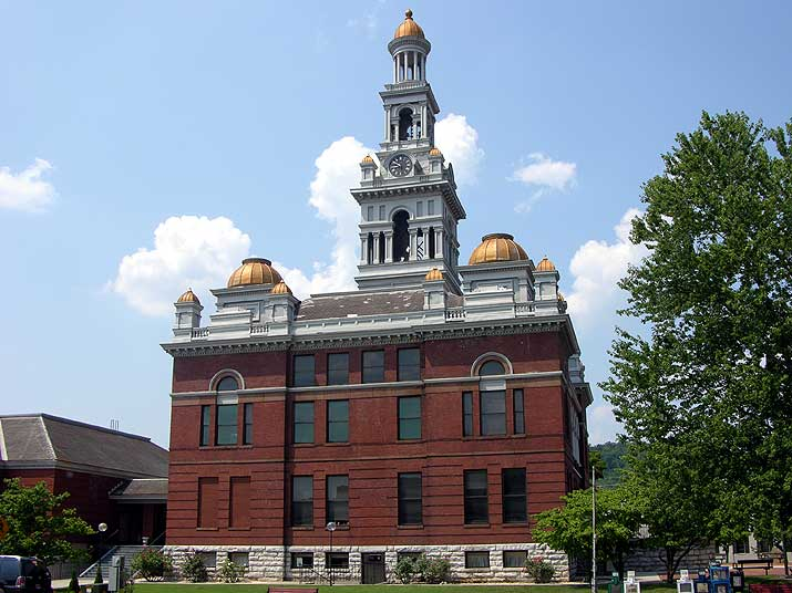 Sevier County courthouse in Sevierville, TN